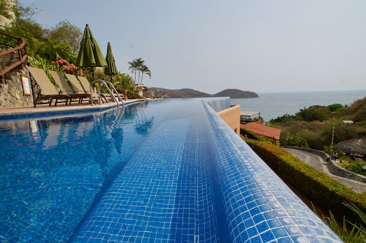 Luxury 2 Bedroom Poolside Apartment with Unparalleled View of Zihuatanejo Bay