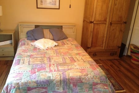 Lg Private room in downtown Athens! - Athens-Clarke County balance - Hus