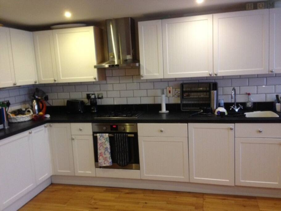 Well fitted airy kitchen