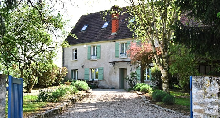 18th century cottage 1h from Paris