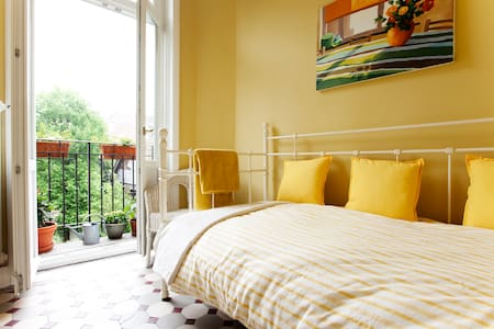 Nice small B&B single room, balcony - Saint-Gilles