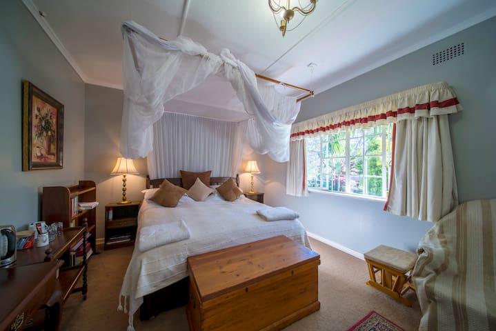 5 Maasdorp Ave, Bedroom 3 (KING)