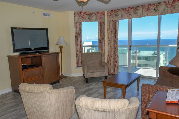 3 Bedroom. 3 Bath. 2nd Row. 10th Floor, End unit. Elevator. Sleeps 10. Outdoor & Indoor Pool, Lazy River.  Jacuzzi. Fitness Room. Washer/Dryer. WIFI. Non-Smoking. No pets. No motorcycles.