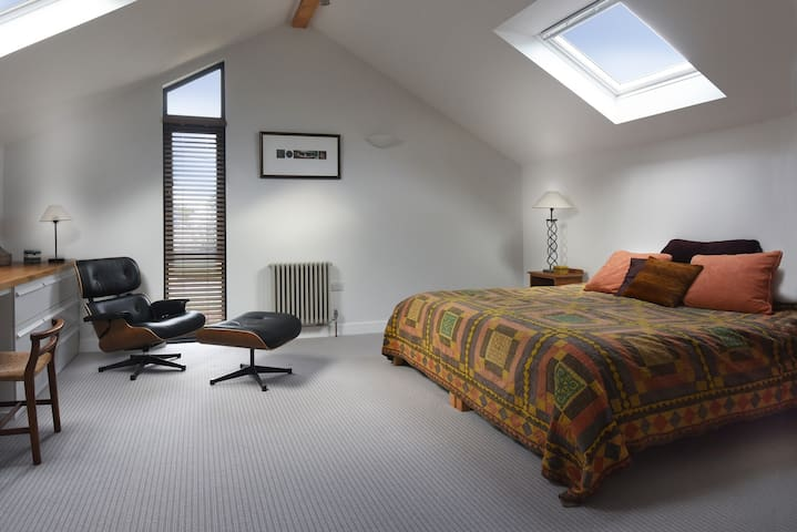Salcombe Home with Panoramic Views - (Bedroom 3)