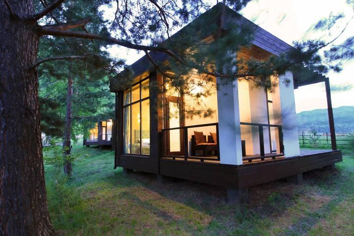 Дом для пары  с террасой в Горном Алтае