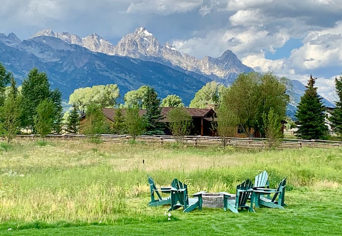 Close to Grand Teton NP - Available August!