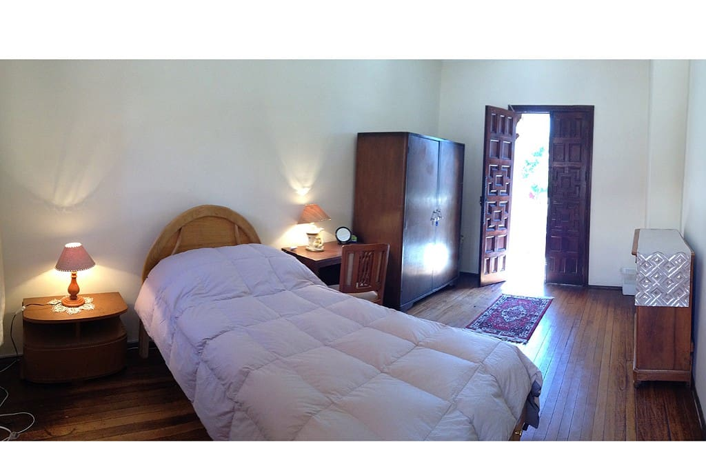 Single room, with private balcony in the historical neighborhood of Yanahuara.
