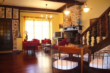 B&B au coeur du quartier médiéval - Oloron-Sainte-Marie - ที่พักพร้อมอาหารเช้า