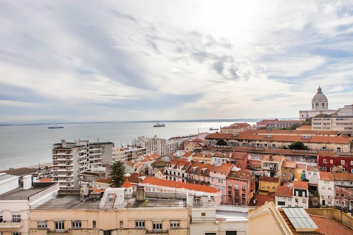 Lisbon best view apartment ALFAMA D - Lizbona