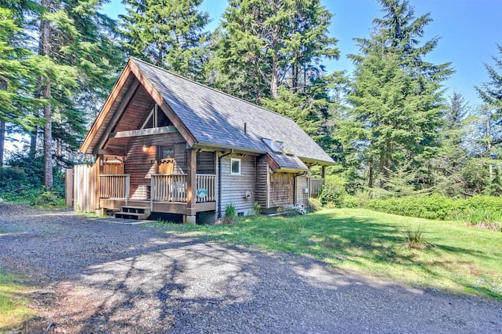 Guinevere's Cottage - Romantic Cottage Perfect for a Couple or Family Getaway!