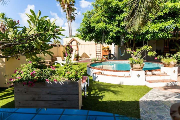 Panoramic garden/pool view studio walk to Marriott