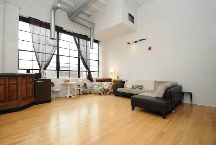 Modern skyline CC loft Private 1BD