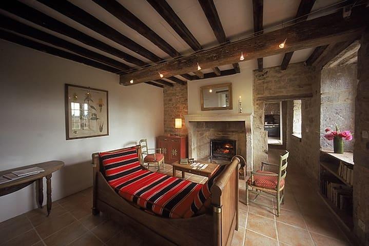 Guesthouse near the Highway A6 between Paris-Lyon