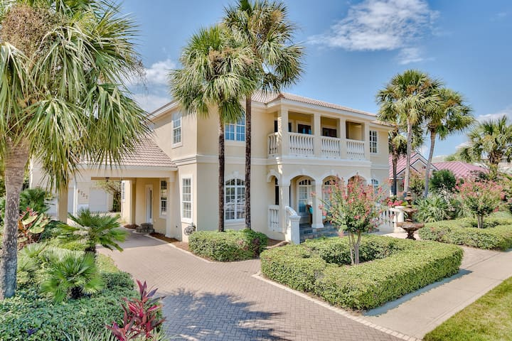 6 Bedroom Home  with Golf Cart PET FRIENDLY!