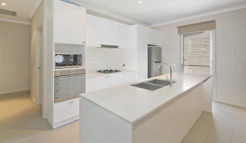 Comfortable, clean and modern 3 bedroom home