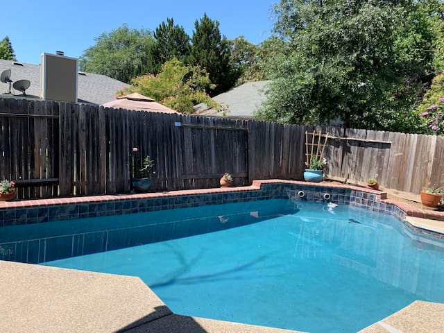 Room in Sacramento Home with Swimming Pool