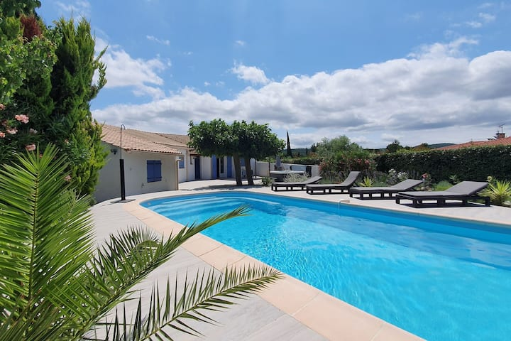 Lavish Villa in Pouzols-Minervois with Jacuzzi