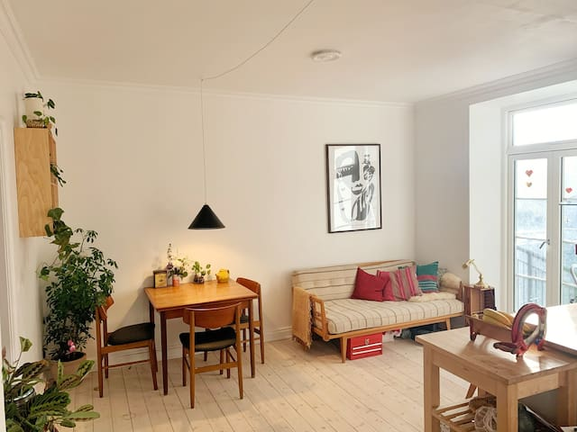 Hip flat with balcony in the heart of Nørrebro