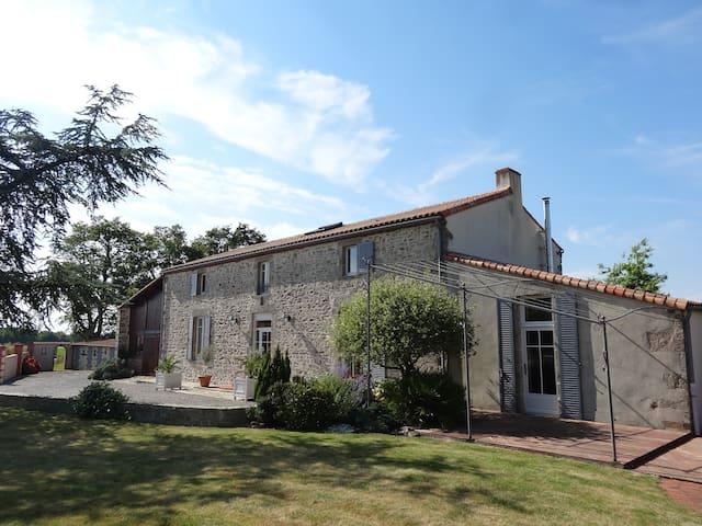 Le CHUET  proche Puy Du Fou - Les Landes-Genusson - Dom