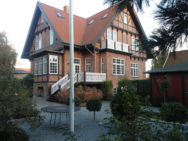 Charming villa close to all - Hillerød - House