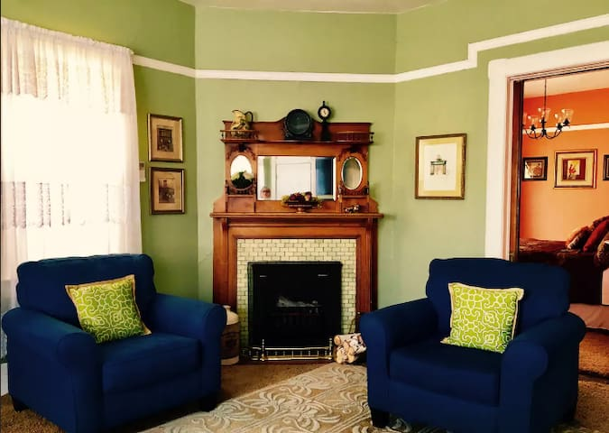 Two Bdrm Guest Suite(#2) in Charming Historic Home