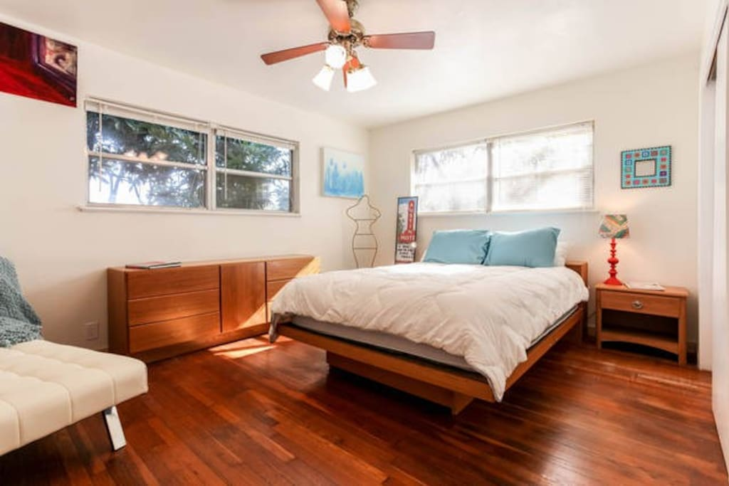 The two big bedrooms each have a queen bed and a chaise lounge.