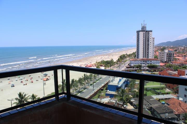 Apartamento na Praia Grande em frente ao mar