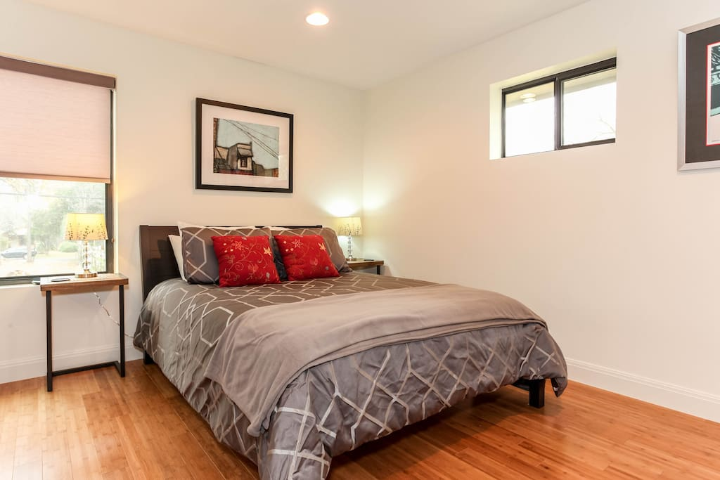 Comfy queen bed with plenty of fluffy pillows, and a nice full futon if you are having more than 2 guests.