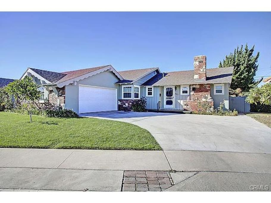 Located 1 mile from Disneyland! 4 bed 3 bath, 1900 square feet!