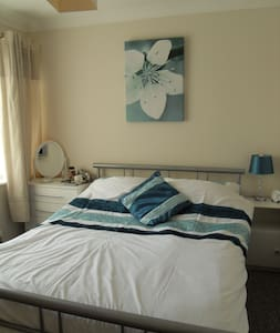 Simple B & B in quiet, clean home - Drayton