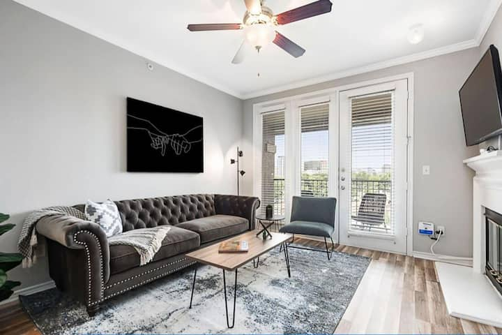 Jurny | Uptown | Touchless 1bd in Uptown