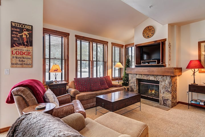 Located in Downtown Breckenridge! Beautifully decorated, private garage, pool and hot tubs! - Main Street Junction 2
