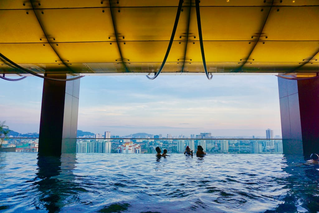Infinity pool at Level 23