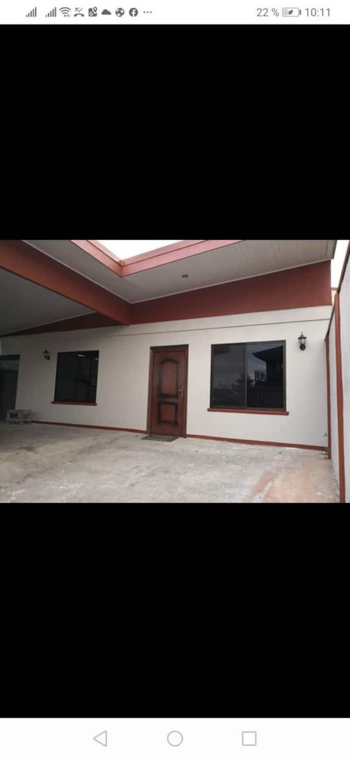 Casa de Habitación el Poás con Servicio de buseta