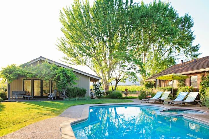Vineyard Home & Private Cottage. Walk to Wineries! - Glen Ellen - House