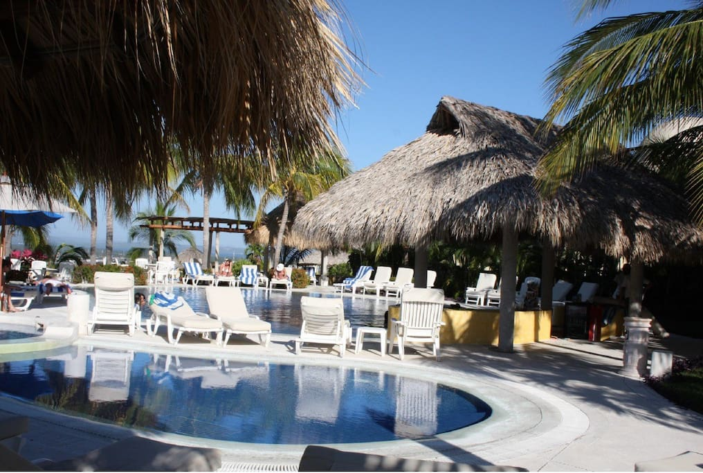 Residence pool with swim up bar and services
