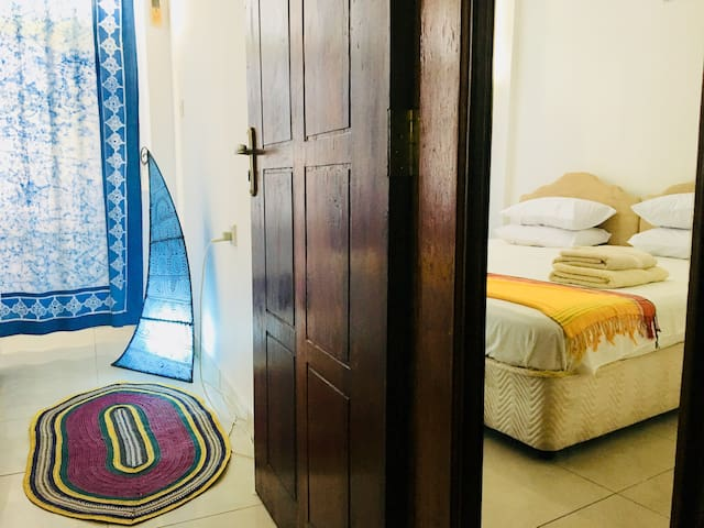 A/C Apartment, Cheap & comfy in central Stone Town