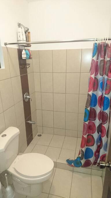 Baño completo en Habitación principal