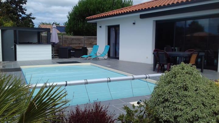 BISCARROSSE Villa avec piscine chauffée et jacuzzi