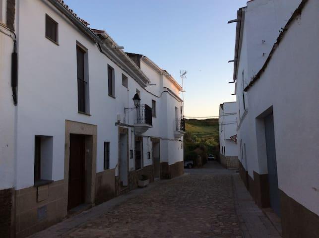 Casa de pueblo en Alcántara - Alcántara - Casa