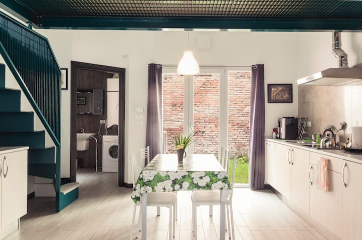 LOVELY & QUITE NEAR AIRPORT&STATION - Bologna - House