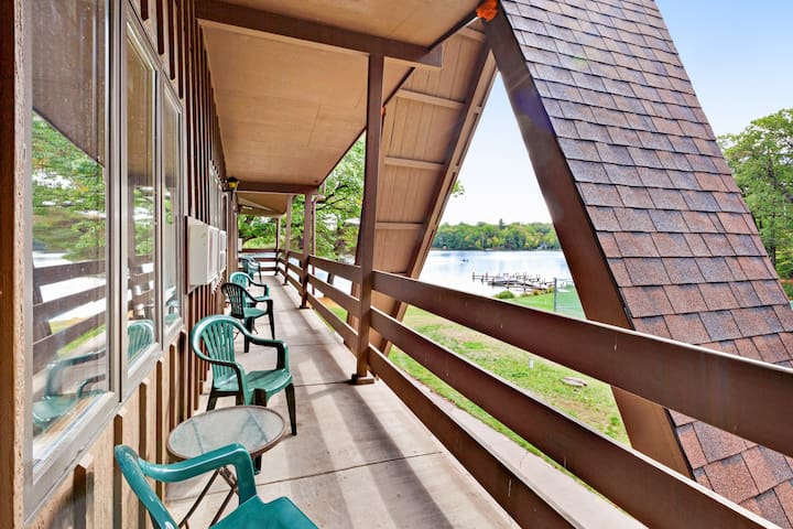 Lake view room at historic lakefront motel w/ shared beach & dock - dogs OK!