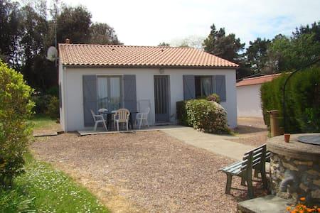 Maison indépendante avec jardin - Longeville-sur-Mer - Дом