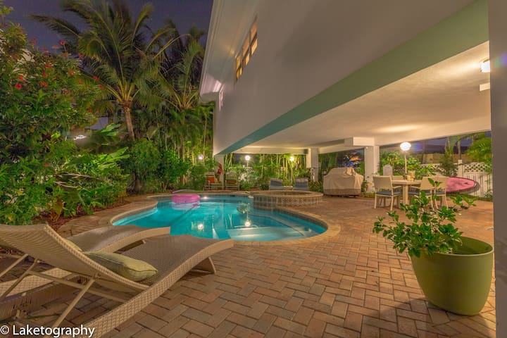 Bee By The Sea Studio 50 steps to beach! - Lauderdale-by-the-Sea - Boutique-Hotel