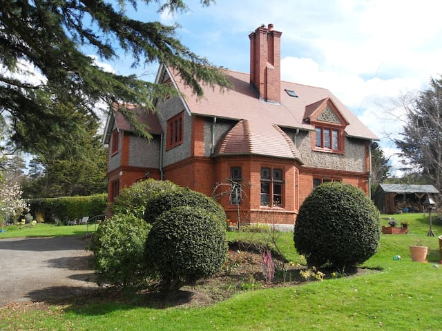 Charming Victorian house. Stay in Coetmor. Ruthin.