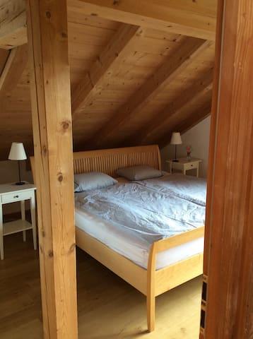 Zentrales Zimmer im Dachgeschoss - Oberammergau - Casa