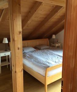 Zentrales Zimmer im Dachgeschoss - Oberammergau - บ้าน
