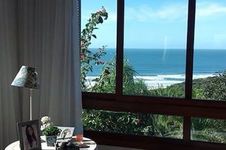 Linda vista da Praia do Rosa - Casa
