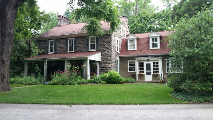 "Historic ""Mainline"" Home (""The Penn Cotttage"")"