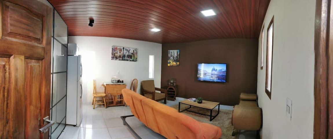 Apartamento Independiente cerca de Av. Principal